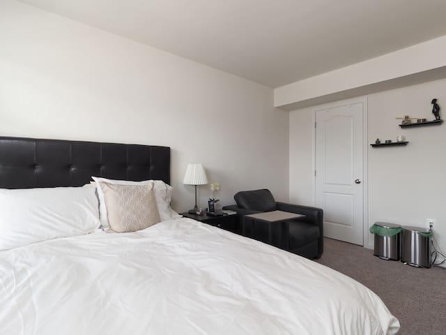 Private bed/bath + kitchen + gym (near DC, Metro)
