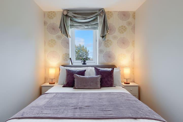 Top floor apartment w/exclusive Gleneagles access