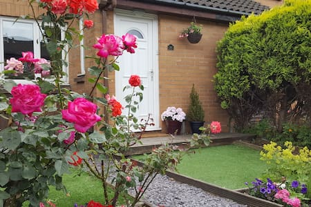 Cute Cosy House with Garden - Anniesland/West End