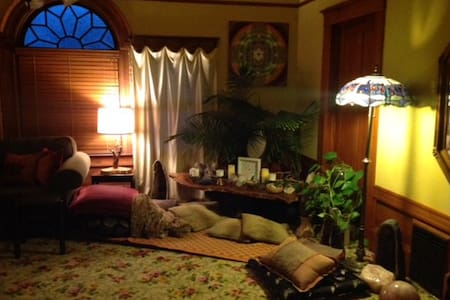 Large private room in a Charming Older Home - Petaluma - Haus