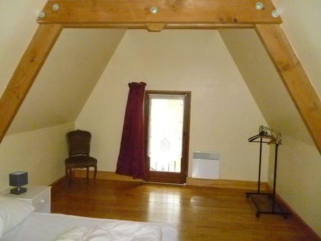 chambre avec lit 140cm
