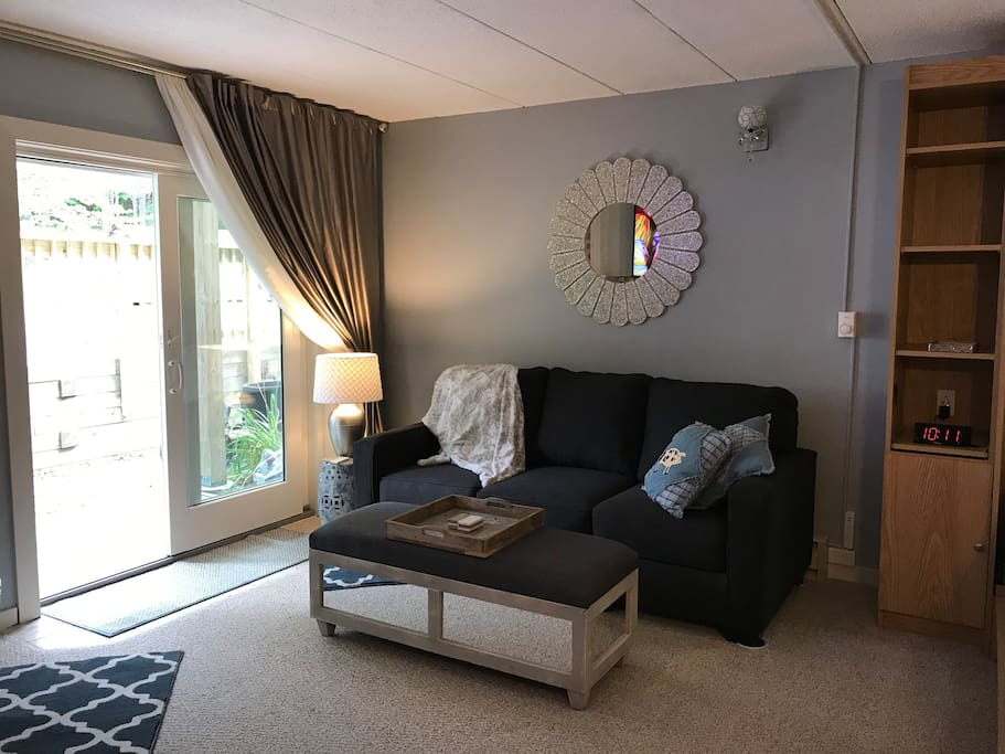 Who says sleeper couches are 2nd class sleeping accommodations ?  Not here!  This sleeper sofa has a memory foam mattress and luxury linens.