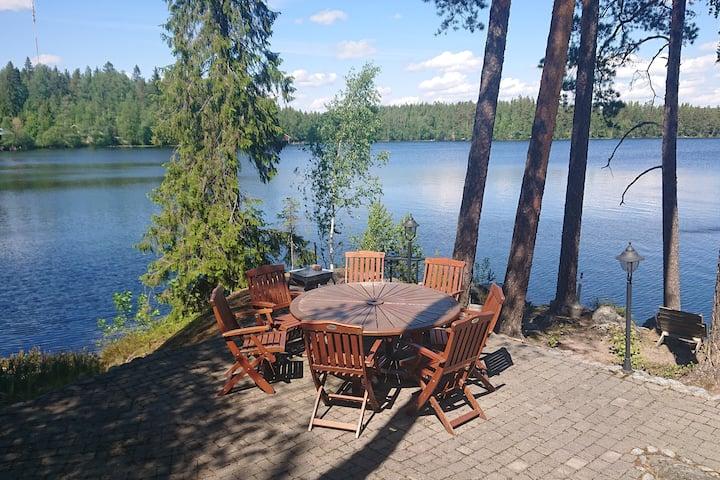 Cosy, modern villa by a lake  Talo järven rannalla