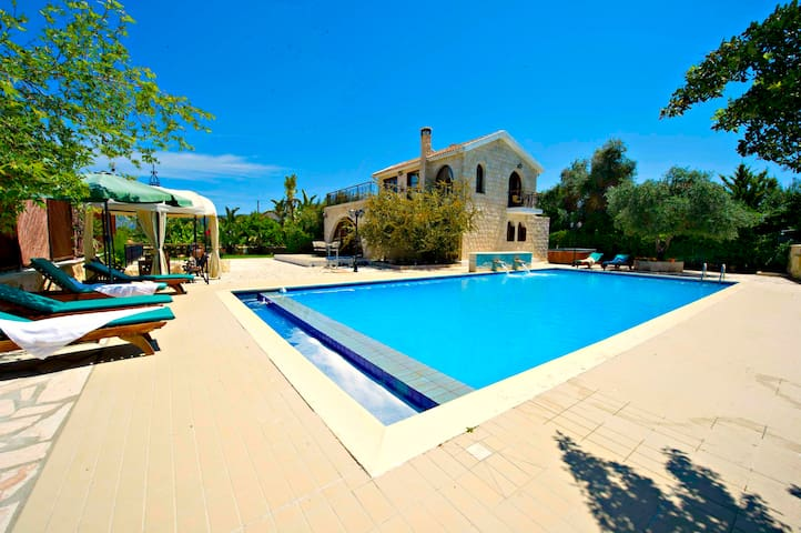 Exceptional Villa - Huge 14x7m Pool - Argaka - House