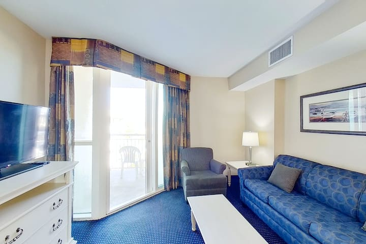 6th floor condo w/ central AC, W/D, shared hot tub, shared pool, & marina View