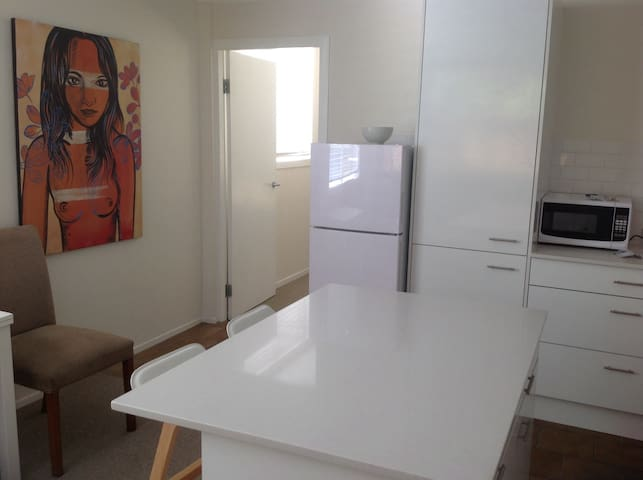 Stylish Home Away from Home - Elanora Heights - Apartamento