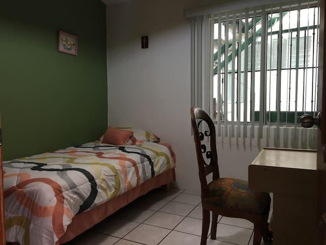 Your room near Oaxaca downtown - Fraccionamiento El Rosario - Apartament