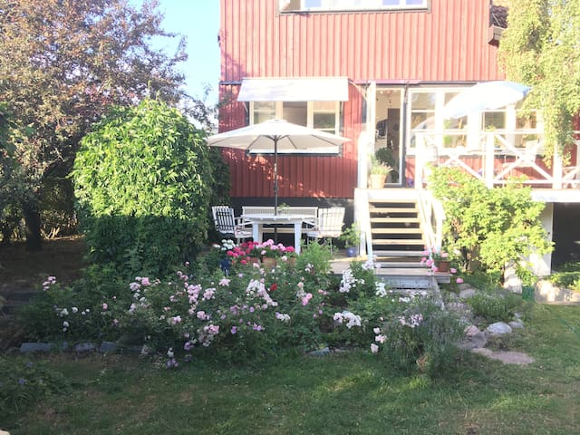 Lägenhet i villa i Svedmyra Enskede Stockholm