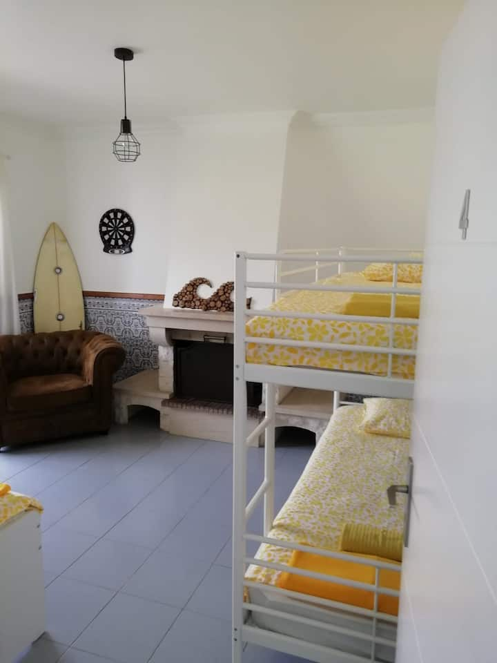 LO Surfcamp ERICEIRA_3 Person Room ocean view