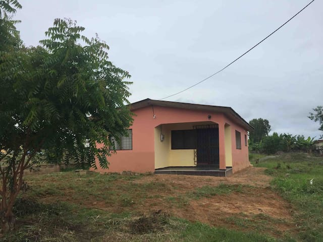 Newly built bungalow in quiet area of town