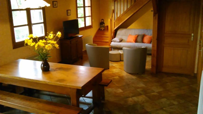 Maison individuelle avec extérieurs - Tauves - Hus