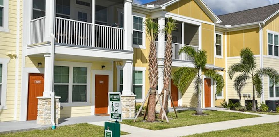 Brand New, Centrally Located Ft. Myers Condo!
