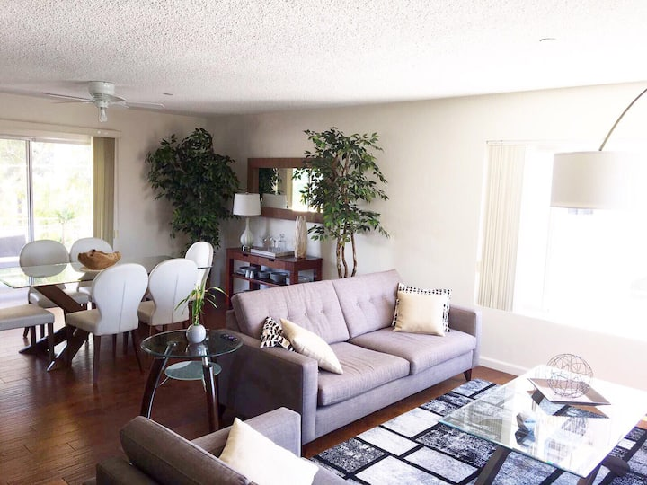 Comfy Cali Living in Lg 1 BD with Private Bath