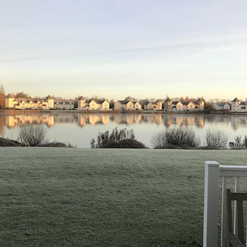 Boutique Lakeside Lodge - heart of the Cotswolds - South Cerney - Hus