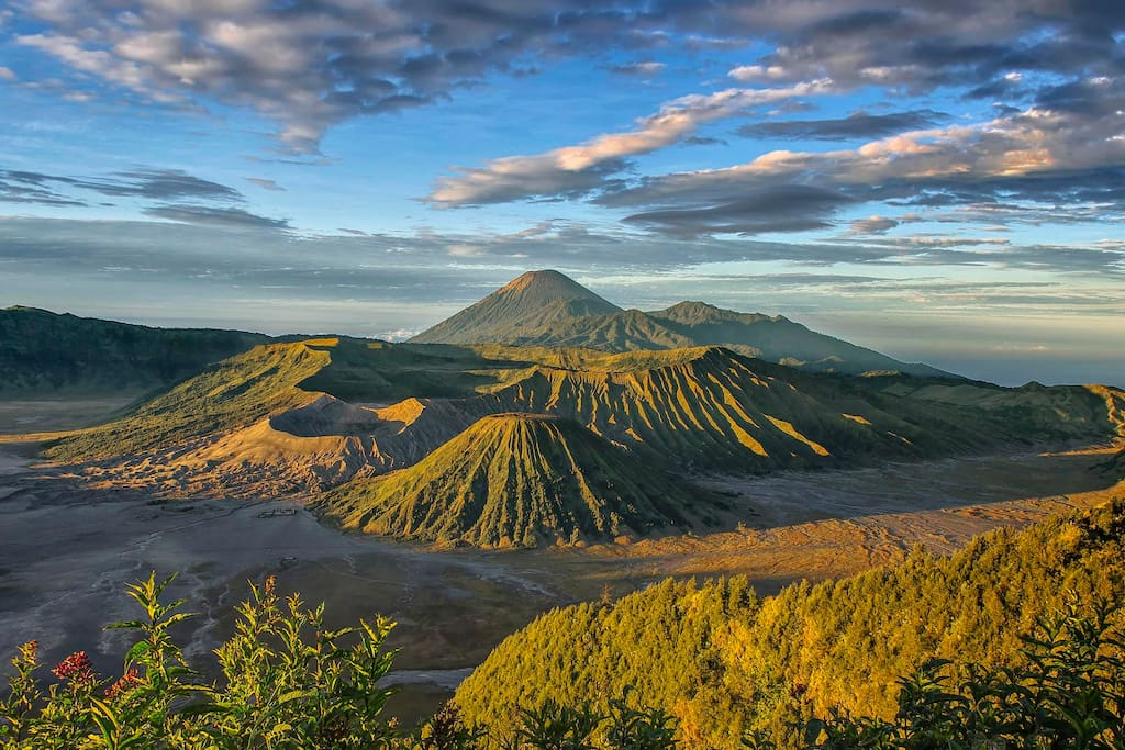 Bromo, the ultimate attraction in East Java, most of people start from Malang city to reach Bromo. It took around 2 hours drive from my Condo during the night.
