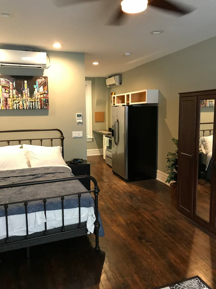 Soulard Studio - Brand New Renovation - Beautiful