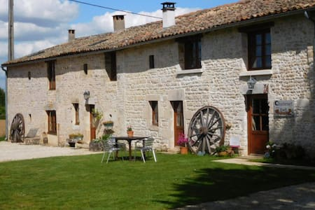 Self catering house with pool - Sauzé-Vaussais