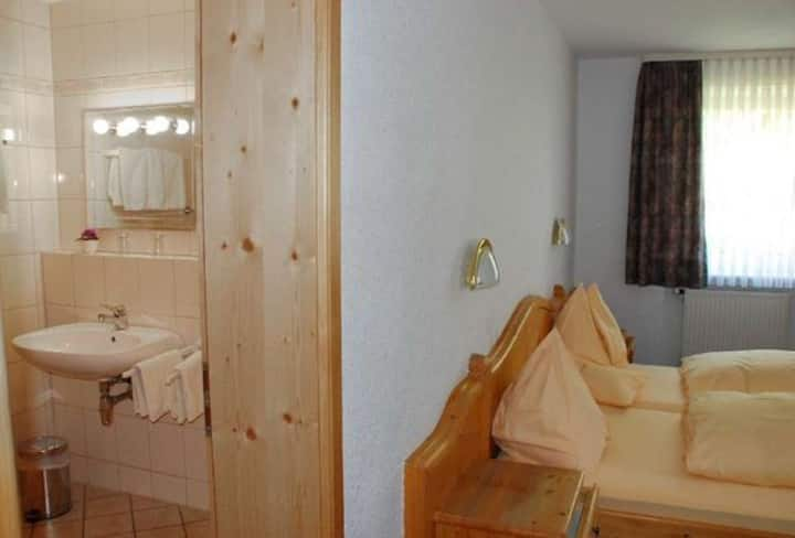Landgasthof im Ehegrund (Sugenheim), Doppelzimmer mit Fernseher und WLAN