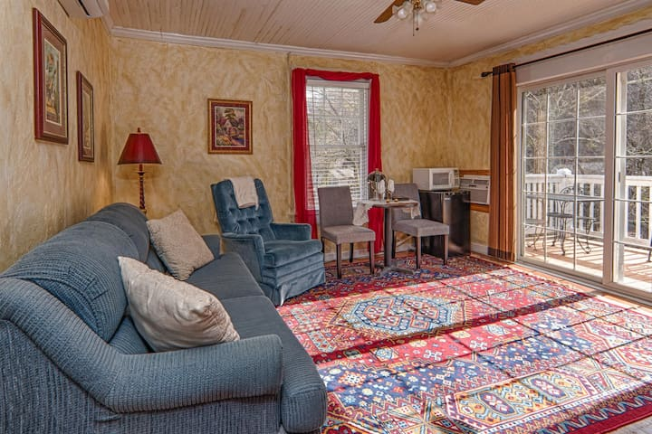 Broad River Inn, King Riverfront Suite 2