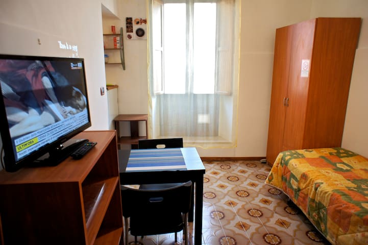 Camera comoda, indipendente, con cucina e bagno - Sulmona - Wohnung