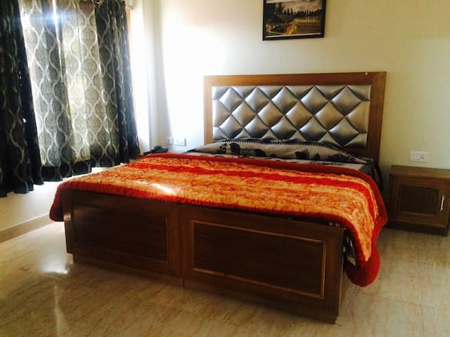 Pure Veg Regentia Lifestyle Beautiful Apartments - Shimla - Apartment