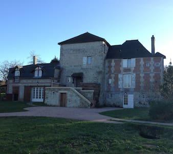 Manoir 13ème siècle rénové/mer/parc privé - Trouville-sur-Mer - Villa