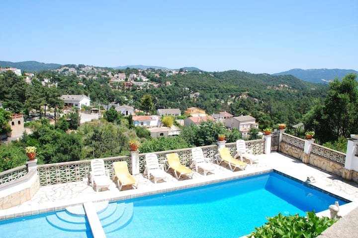 Serene Villa in Lloret de Mar with Private Swimming Pool