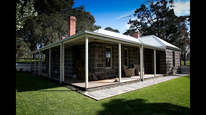 Barunah Plains Station - Cool Cottage - Hesse