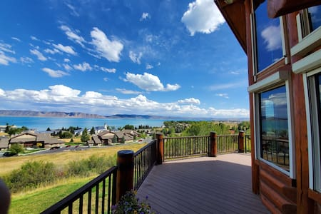 Amazing Views! Arcade, Hot Tub, Family Fun Cabin!