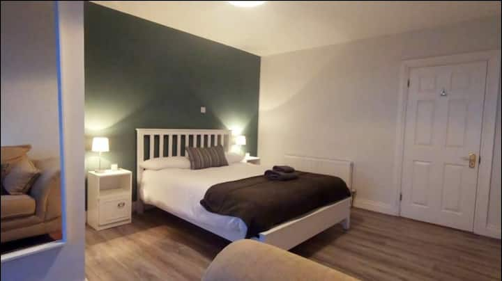 ★King Bedroom & ensuite with lake & mountain view