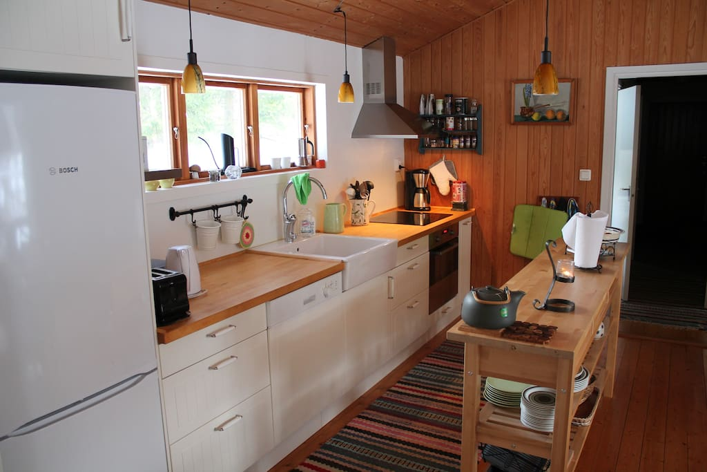Very functional kitchen with dishwasher, coffeemaker, toaster