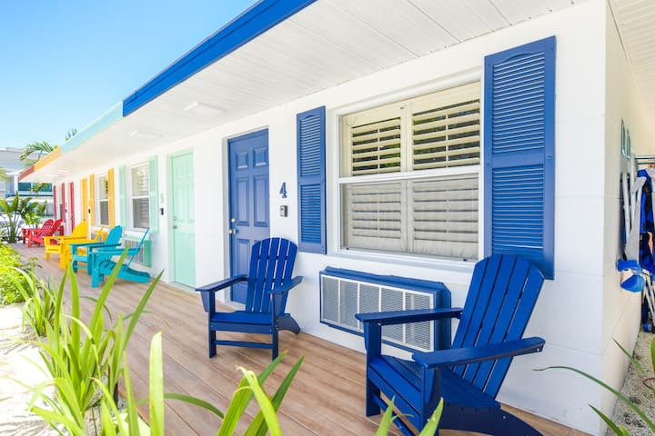 Dinghy at Captain's Quarters - Adorable newly renovated 1 bd just 2 mins from the beach!