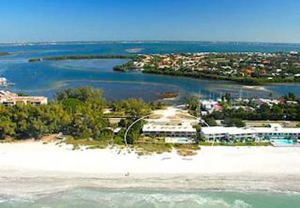 OCEAN FRONT SPECIAL FROM $99/NIGHT - Longboat Key - Condomínio