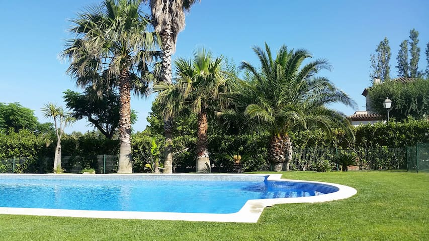 House contemporary, swimming pool - Mont-Roig del Camp - House