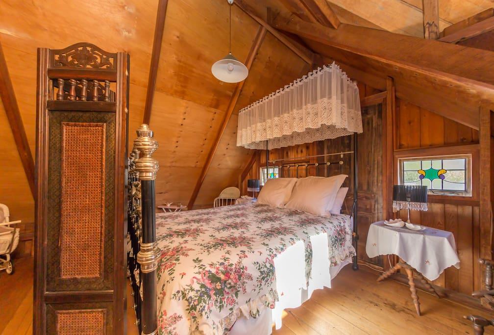 Kingsley Heritage Cottage - queen bed