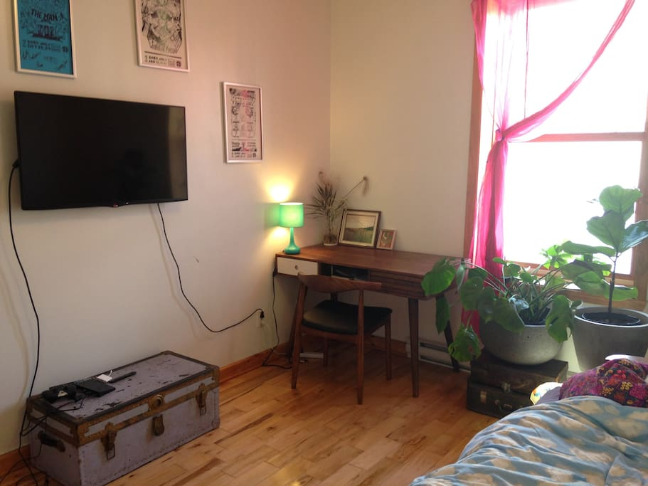 Writing desk and HD tv (you can sign in to Netflix etc. - we do not have a cable package)