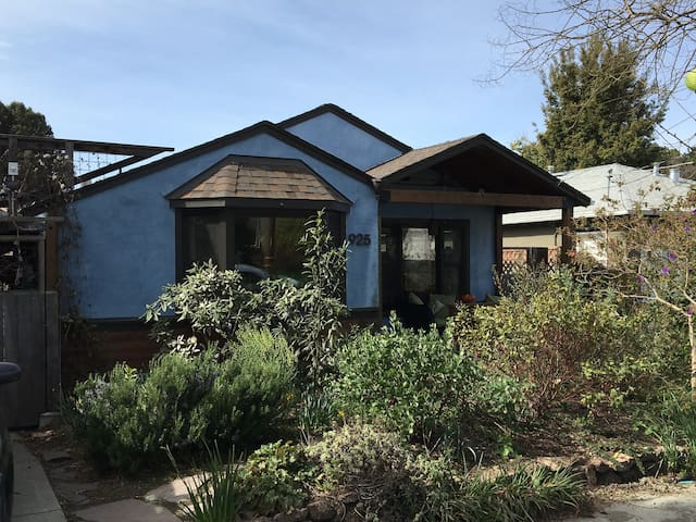Mid Century Home with Great Garden!