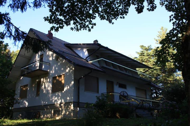 Appennino Reggiano-Villa del Castagno-piano terra - Marola - Apartamento
