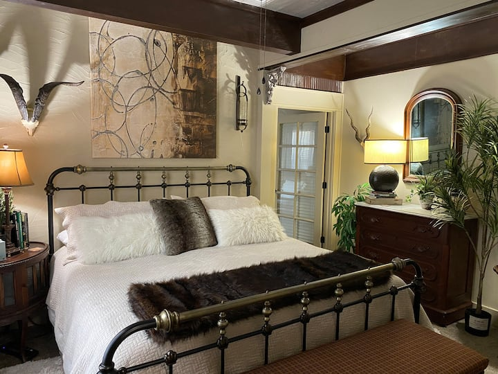Osage-Orange Suite (rustic but cozy & romantic 🥂)