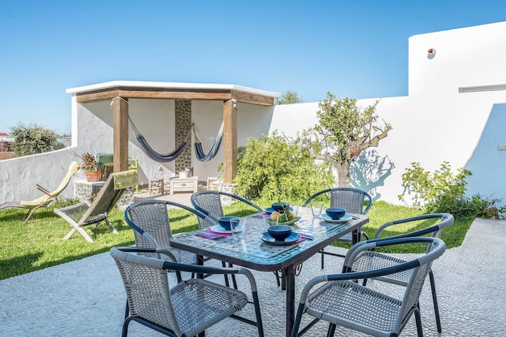 Holiday Home 'Casa Victoria' with Sea View, Mountain View, Wi-Fi, Garden, Terraces & Pool; Parking Available