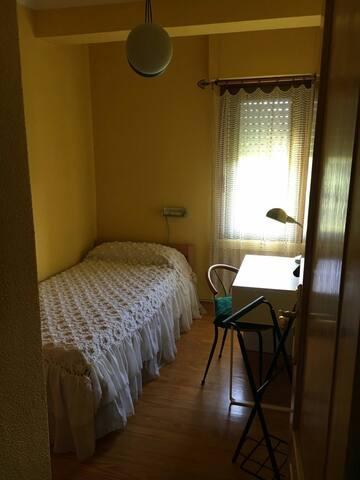 Habitación simple, casa con jardín cerca de Coruña - Oleiros