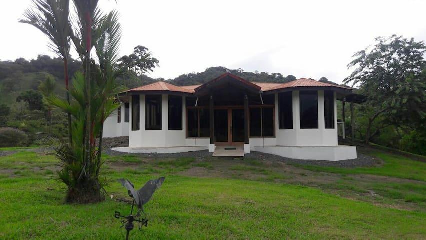 Villas Los Tucanes Deluxe House - ลาฟอร์จูน่า - บ้าน