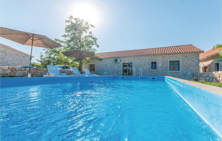 Nice home in Lisane Tinjske with Outdoor swimming pool, Outdoor swimming pool and 2 Bedrooms