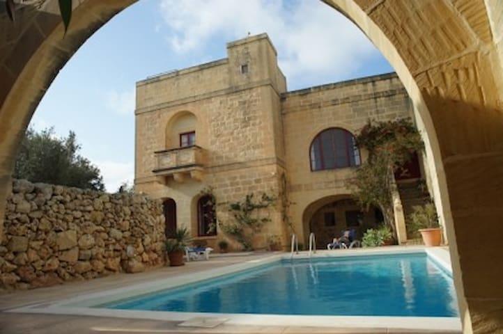 Magnifique villa spacieuse avec piscine