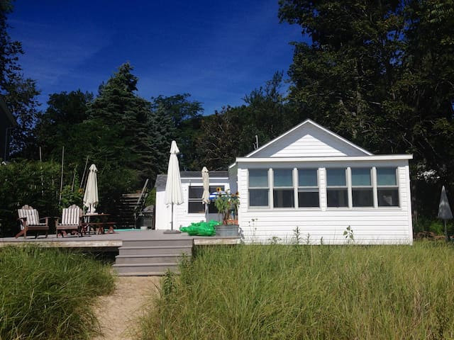 Pristine Cottage on White Sand Beach - Southold