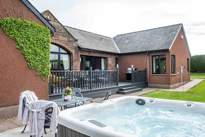 Mini Muirfield- Luxury country retreat & hot tub