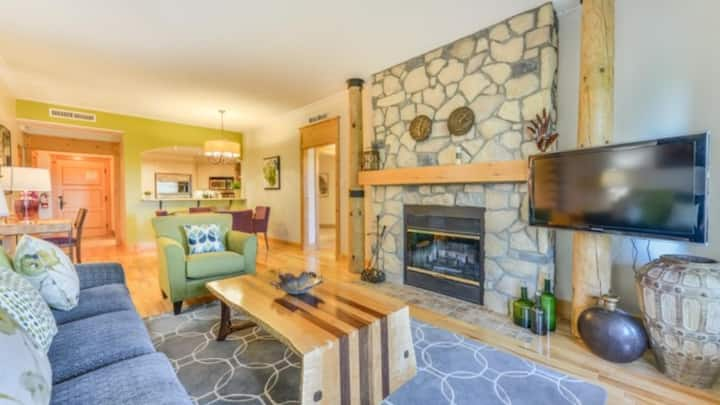 Beautifully Decorated Condo with Direct Ski Access, Views and Amenities!