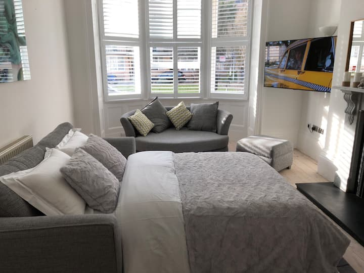 Luxurious flat 100 meters from the seafront.