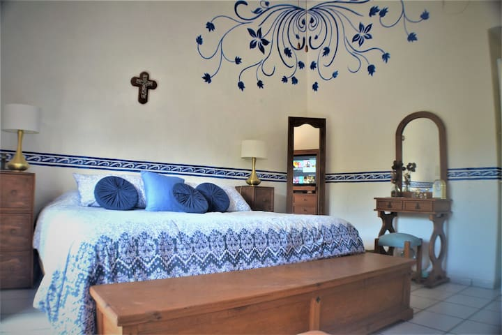 Cozy Priv Room in beutiful Mexican House  downtown
