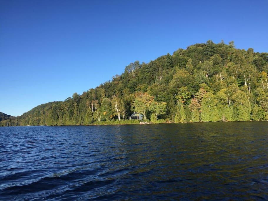 Laurentian lake house off the grid cabins for rent in for Laurentian mountains cabin rental